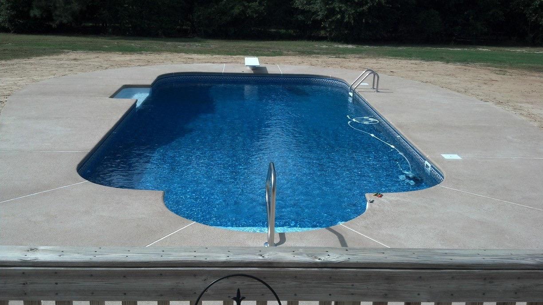 Vinyl Linet Pool | Tanning Ledge | Custom Pools | Statesboro, GA | Thompson Pools