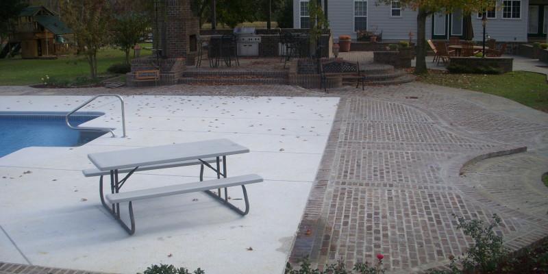 Outdoor Living| Custom Pool Patio| Outdoor Kitchen| Brick Walkway| Statesboro, Georgia| Thompson Pools